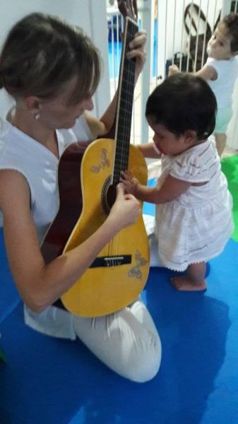 musica-terapia-infantil-escola-montessori